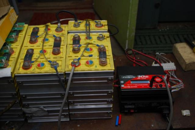 Зарядное устройство для батареи ElectroCat