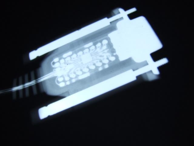 Рентгеновское изображение внутренностей COM дата-кабеля