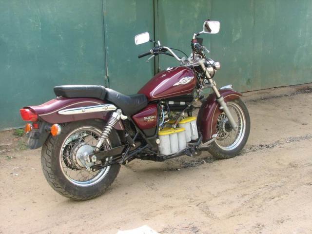 Электромотоцикл на базе Suzuki (вид сзади)