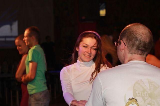 Теплая улыбка в танце