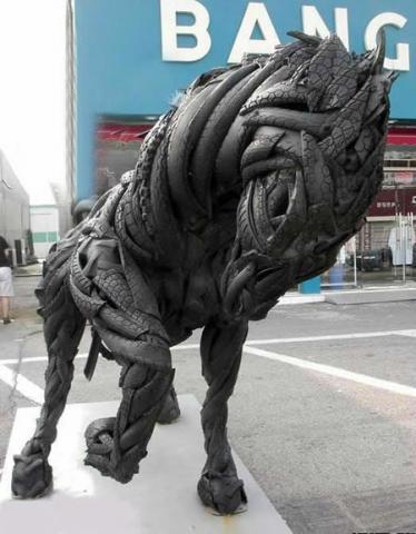Скульптура конь из резины